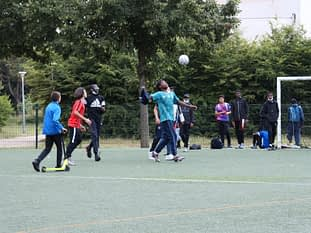 Avant le match du jour : jeunes joueurs en action